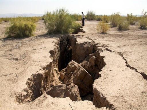 خشکسالی ، نشست زمین